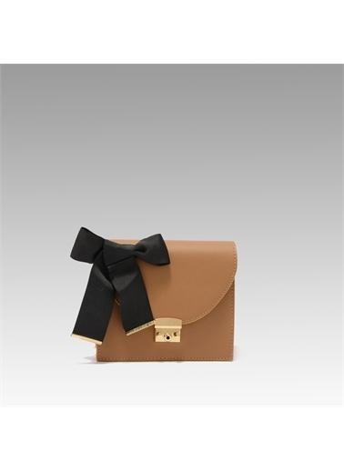 Black Ribbon Zincir Detaylı Kolon Askılı Çanta Camel